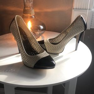 Shoes - Ivory and black pumps